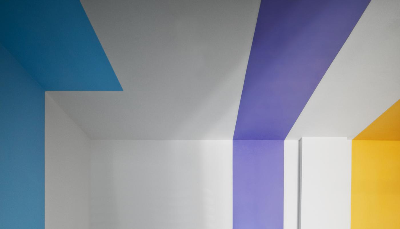 Una ristrutturazione che trasforma il colore in spazio. Le nicchie colorate | Bottega di Architettura
