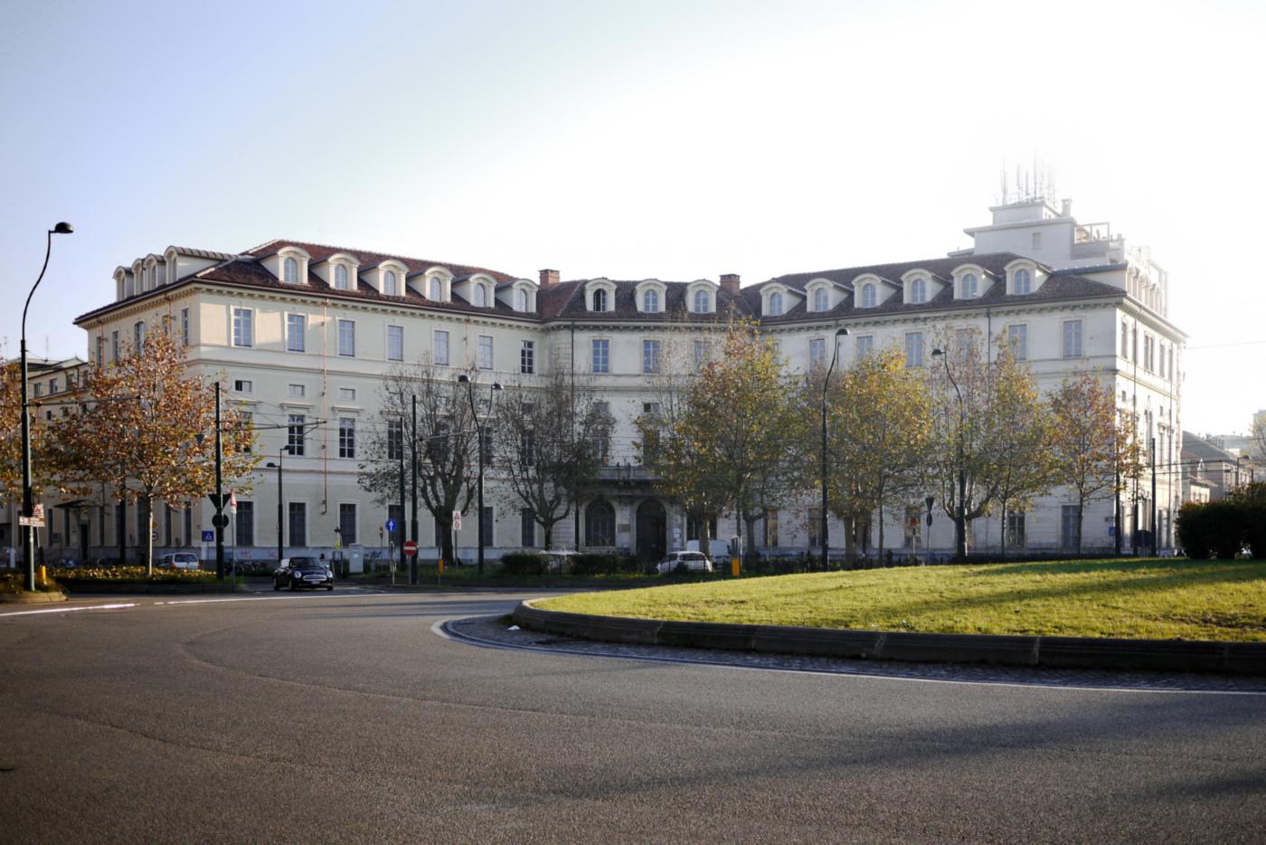 Restauro e trasformazione in uffici di un palazzo ottocentesco. La facciata del palazzo dopo il restauro | Bottega di Architettura