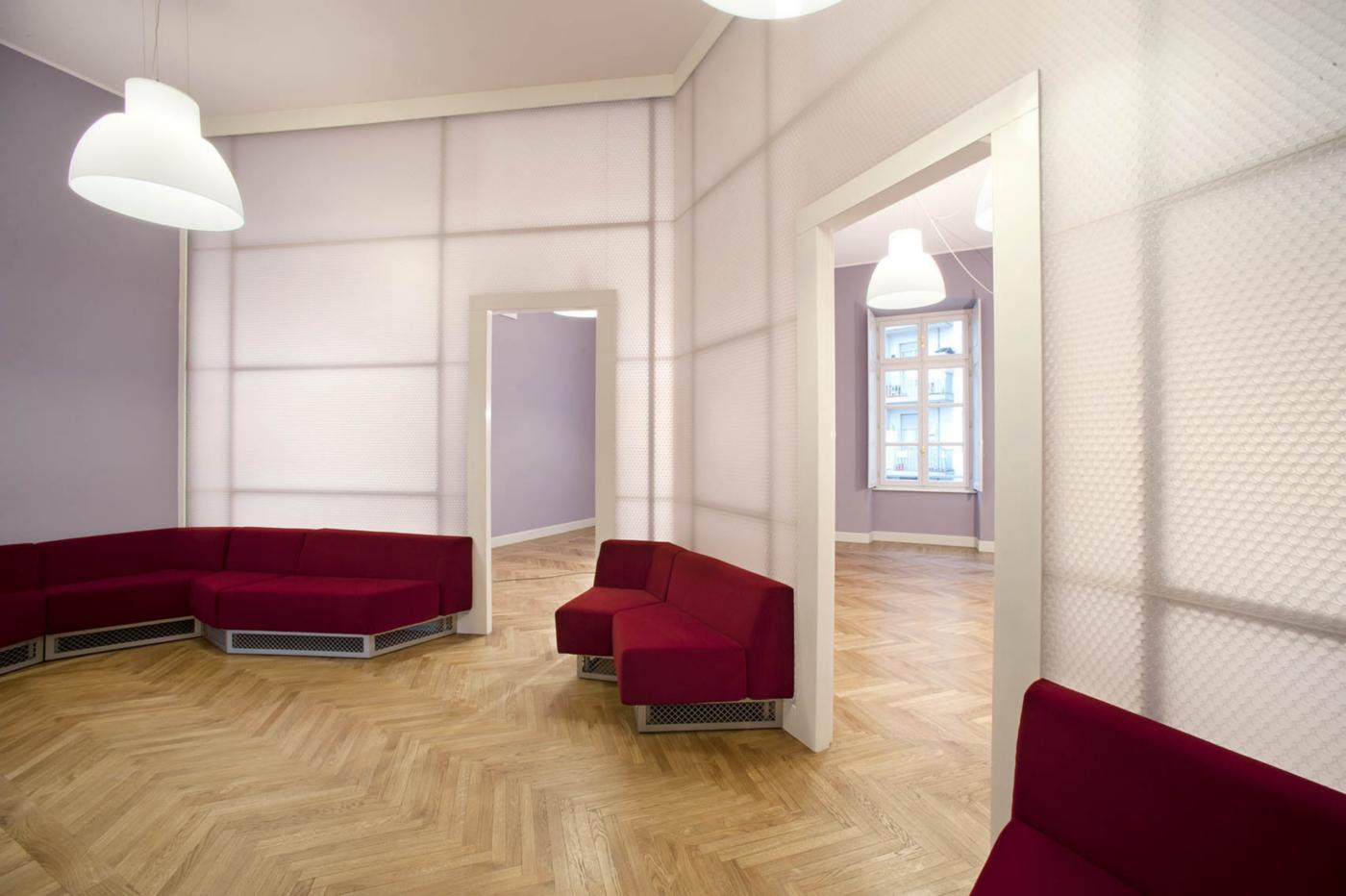 Restauro e trasformazione in uffici di un palazzo ottocentesco. Zone relax al piano secondo | Bottega di Architettura