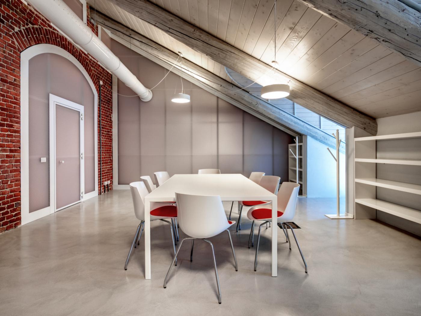 Restauro e trasformazione in uffici di un palazzo ottocentesco. Uffici nel sottotetto recuperato | Bottega di Architettura