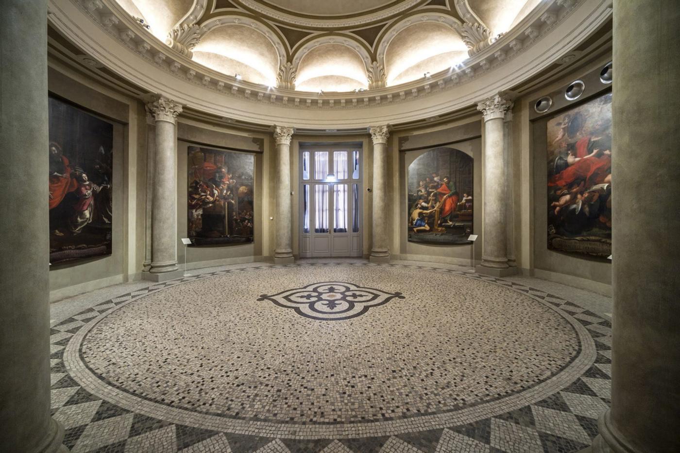 Restauro e trasformazione in uffici di un palazzo ottocentesco. La quadreria di San Paolo nell'aula ellittica | Bottega di Architettura