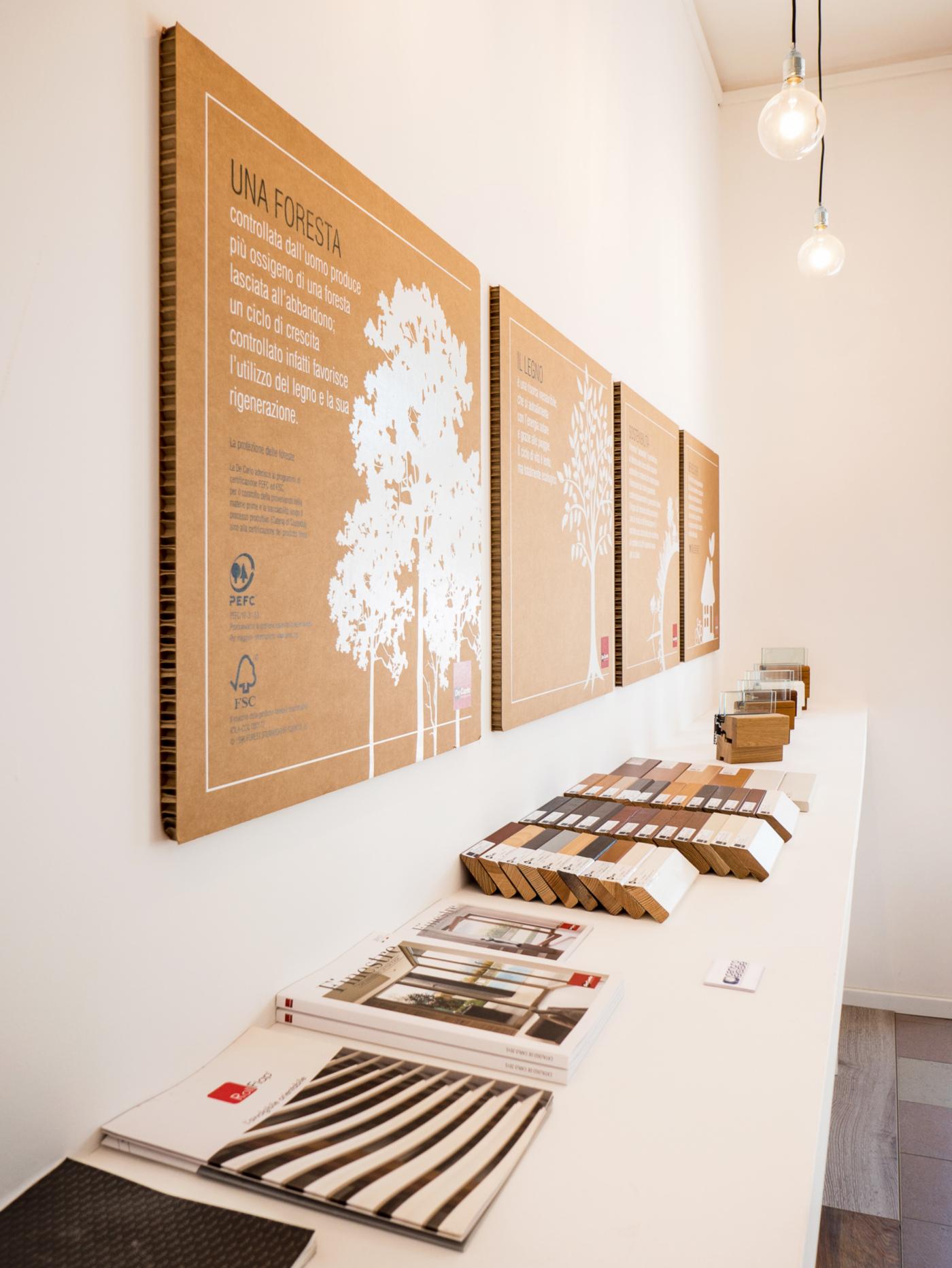 L'allestimento di un negozio di serramenti di alta gamma a Ivrea. La mensola per i campioni e il merchandising | Bottega di Architettura