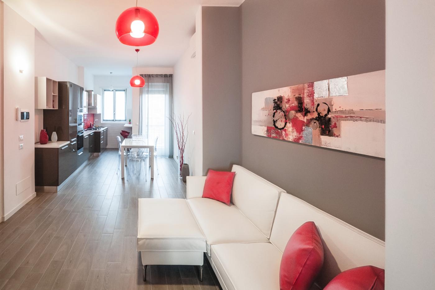 Una ristrutturazione che moltiplica gli spazi in un'appartamento degli anni '70. La zona giorno è una sequenza di spazi, uniti dal tema cromatico | Bottega di Architettura